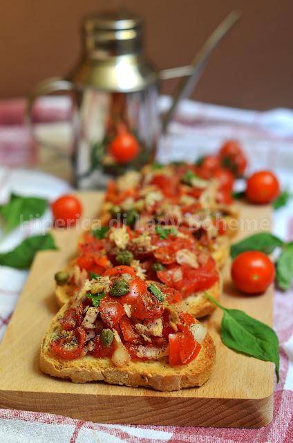 hiperica_lady_boheme_blog_di_cucina_ricette_gustose_facili_veloci_antipasti_spuntini_bruschette_al_pomodoro_e_tonno_2