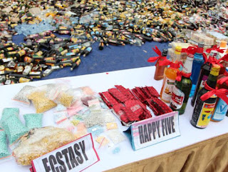 Polisi menghimbau warga untuk tidak menggelar kompoi besar besaran di jalan raya saat merayakan natal dan tahun baru