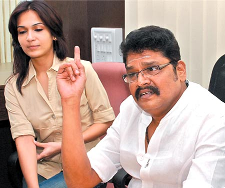 Ks-Ravikumar-with-Soundarya-about-Rajni-starring-Rana-tamil-film