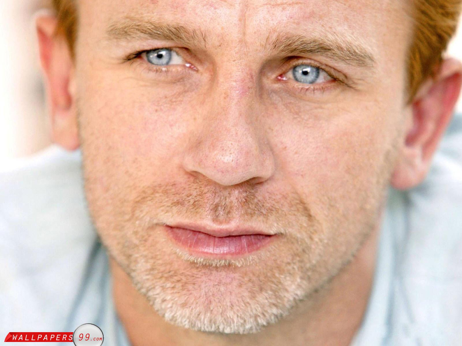 http://3.bp.blogspot.com/-Y3o9WRElv28/UJQQrjzq1ZI/AAAAAAAAeBE/MJ4D6505fPs/s1600/daniel-craig-wallpapers-so-close.jpg