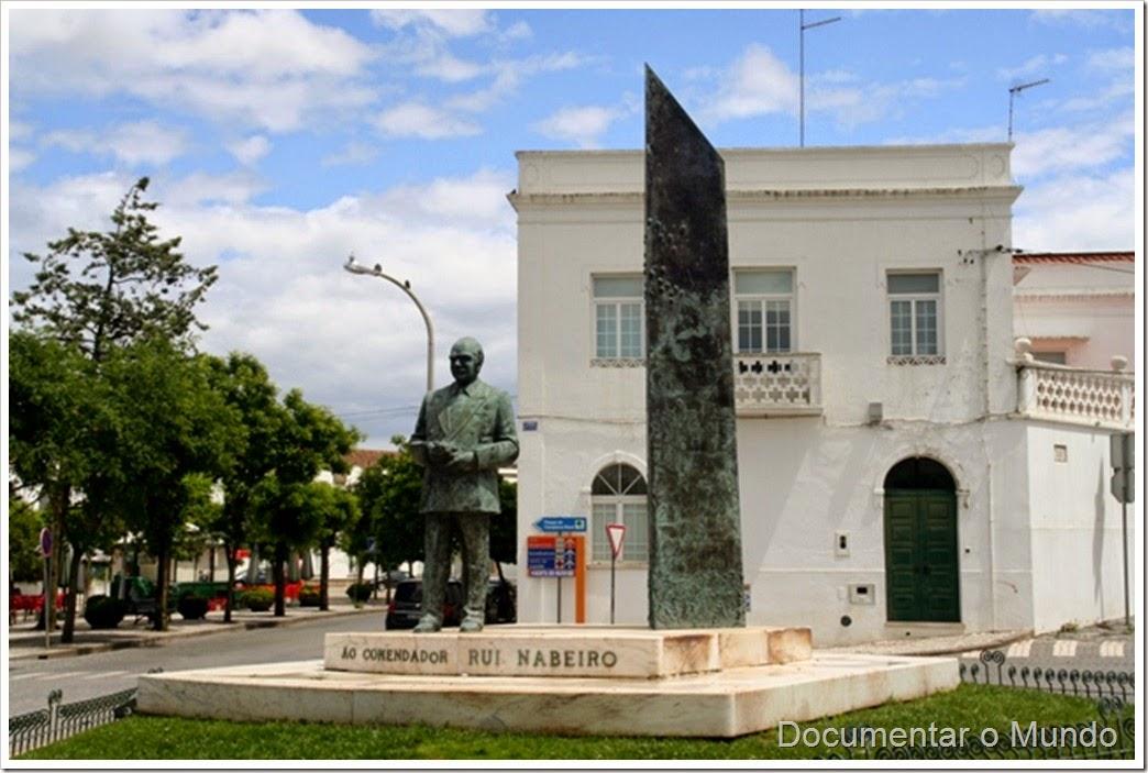 Estátua do Comendador Rui Nabeiro, Campo Maior