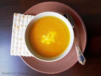 zupa dyniowa z owocami