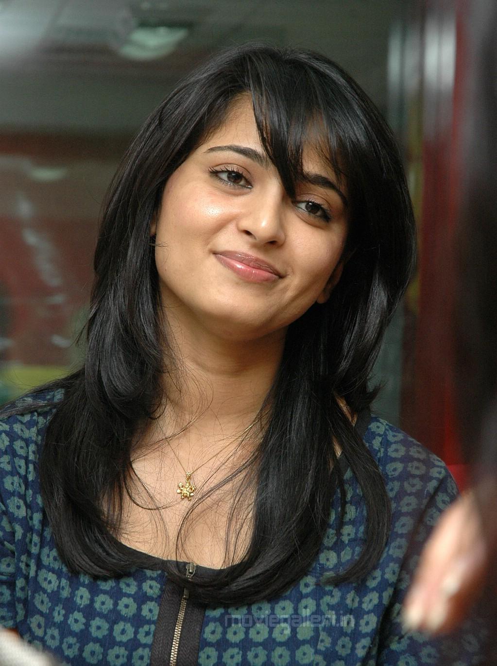 category anushka shetty female celebrity photo gallery
