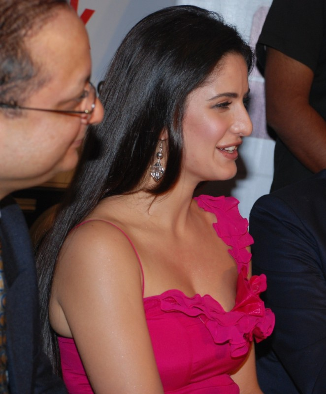 katrina kaif hot cleavage boobs without bra sizzling photo katrina