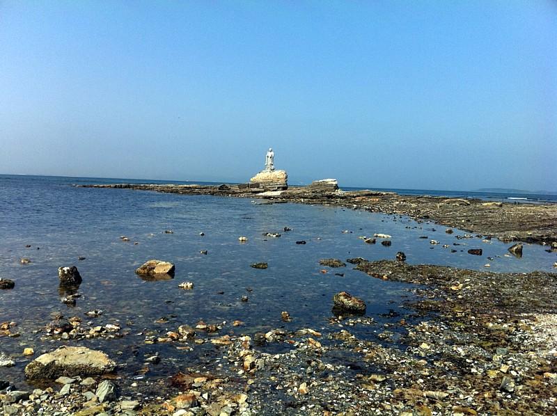 海の上に浮かぶ弘法大師像