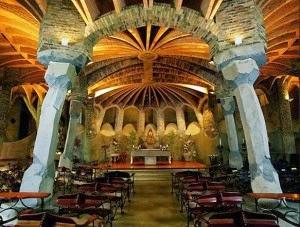 interior de la Cripta de la colonia Güell, Gaudí