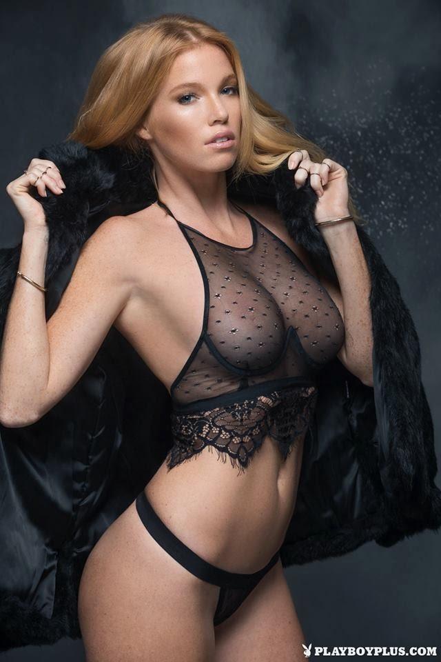 Elizabeth Ostrander, la pelirroja, pecosa y sexy Playboy. A Elizabeth le encanta la nieve, el mar, el lujo y enseñar todas las pecas de su cuerpo. Chicas guapas 1x2.