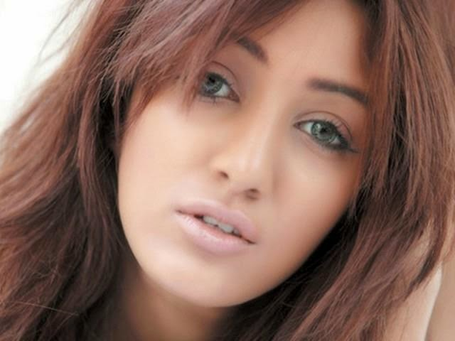 Mathira Hot Exposing Leaked Video In Morning Show