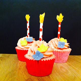 http://madaelena.wordpress.com/2013/11/18/cupcakes-de-chicle-con-crema-suiza-de-mantequilla/