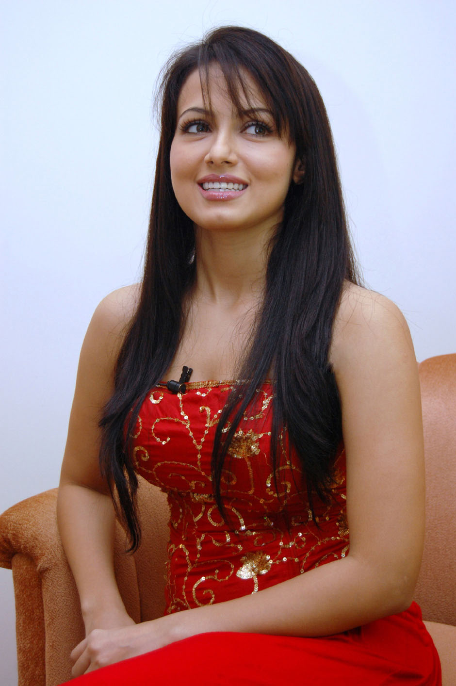 Sana Hot Song http://tamil.tollywoodblog.in/2011/03/south-actress-sana-khan-hot-photo.html