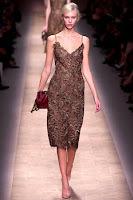 Дантелена роклля с презрамки на Valentino