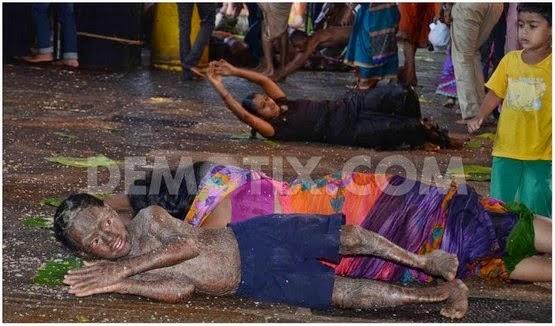 Gambar Video Ritual Mandi Air Ludah Kasta Rendah Di India