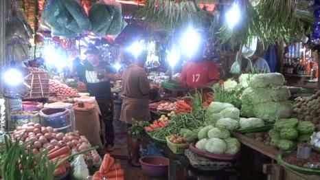 Harga bawang merah maupun bawang putih yang ditawarkan para pedagang di sejumlah pasar tradisional di Kota Ambon, mengalami peningkatan pada akhir pekan ini.