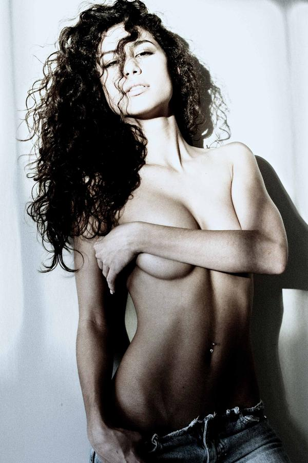 Semidesnudo de Jessica Jordan Burton