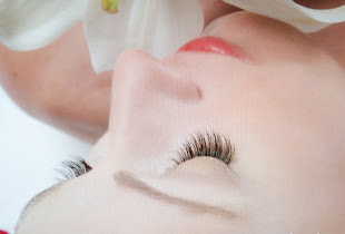Specialized in Natural Eyelash Extensions