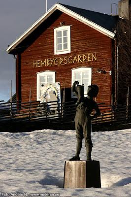 Svappavaara, hembygdsgården, staty