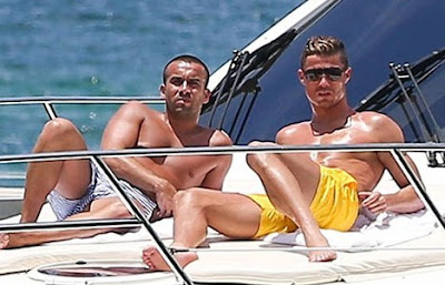 Đâu là giới tính thật của Ronaldo?