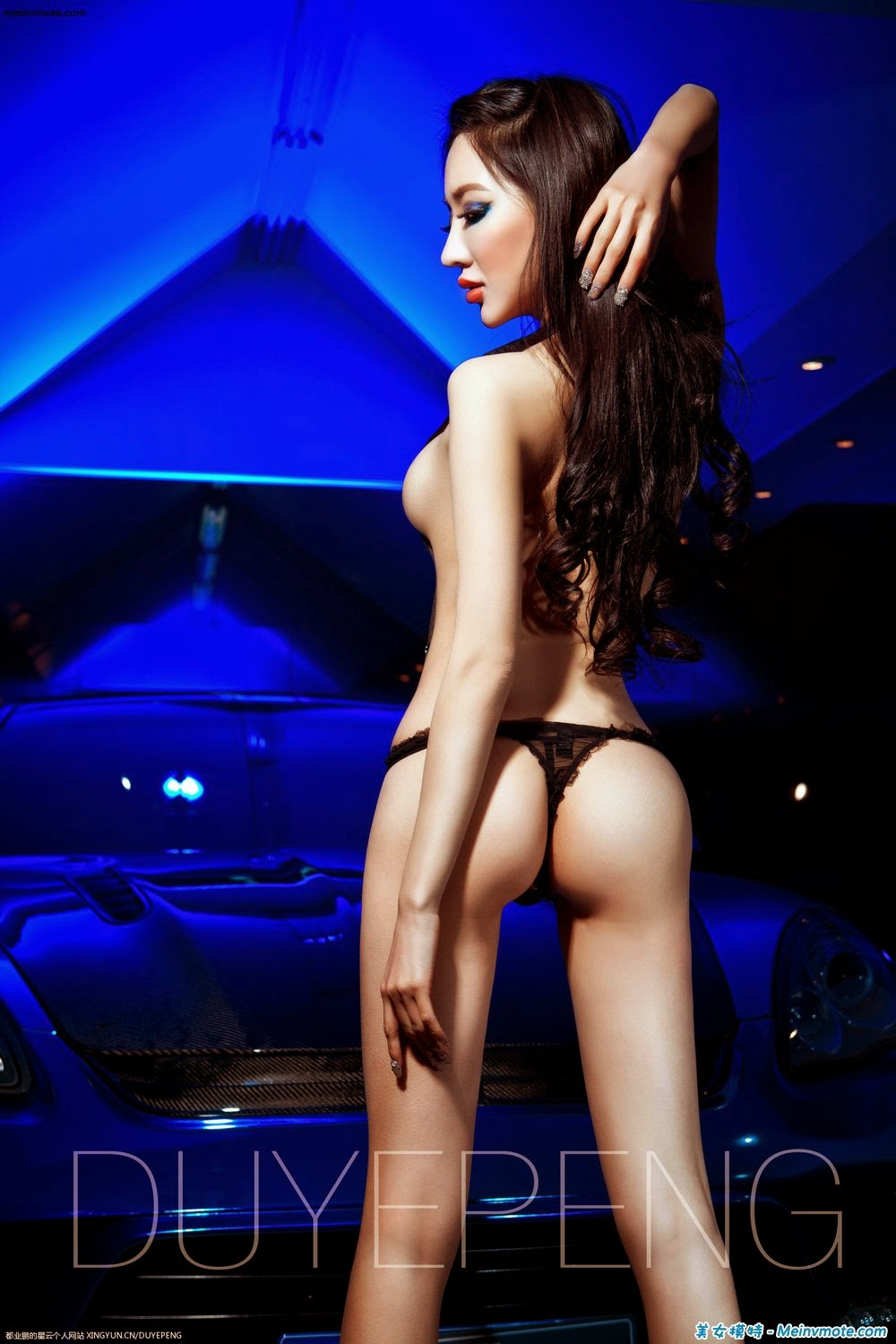 U.S. model Sophie Wang Ke muscular half-naked photo
