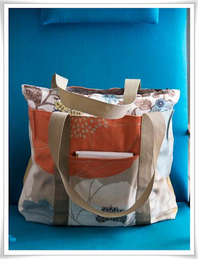 Väska fylld med kuddar för att visa storleken