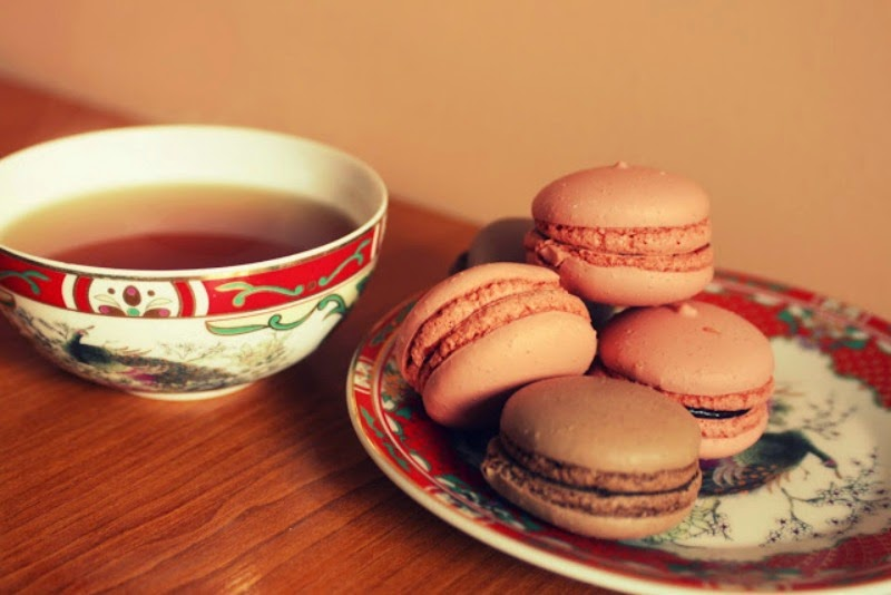 macarons with some tea