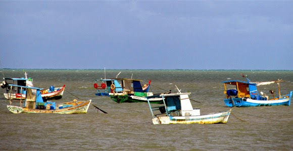 Embarcações da Praia de Tambaú - João Pessoa-PB - Foto: Fábio Fernandes