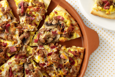 jennie - o turkey recipe of the week - turkey bacon & sausage breakfast pizza