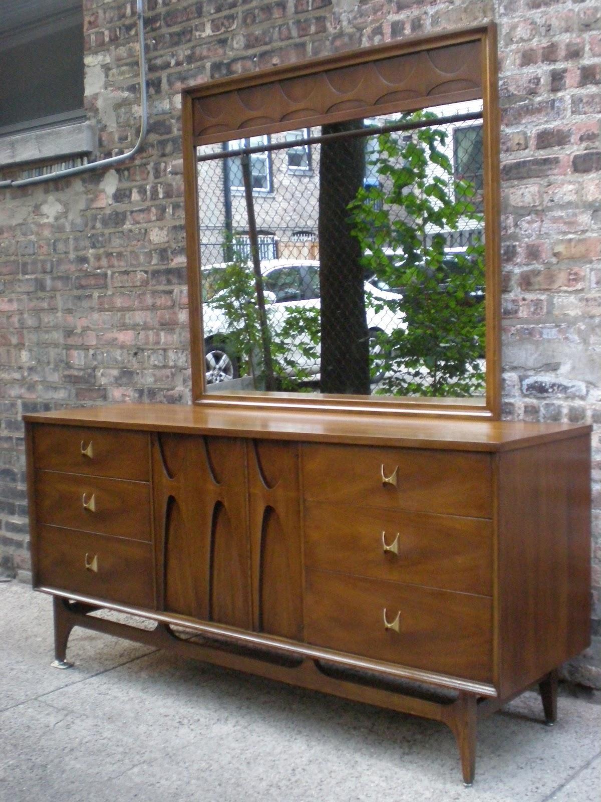 Broyhill Brasilia 9 Drawer Lowboy Dresser W Mirror