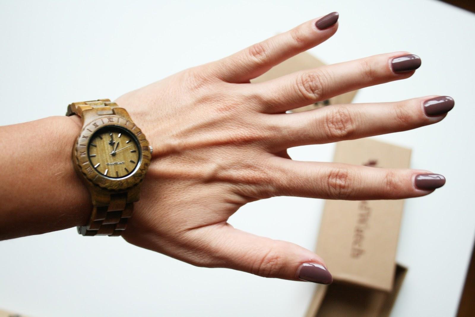 Дървен часовник WoodWatch, холандски дървени часовници, ревю, моден и лайфстайл блог quite a looker, моден блогър Михаела от Quite a Looker
