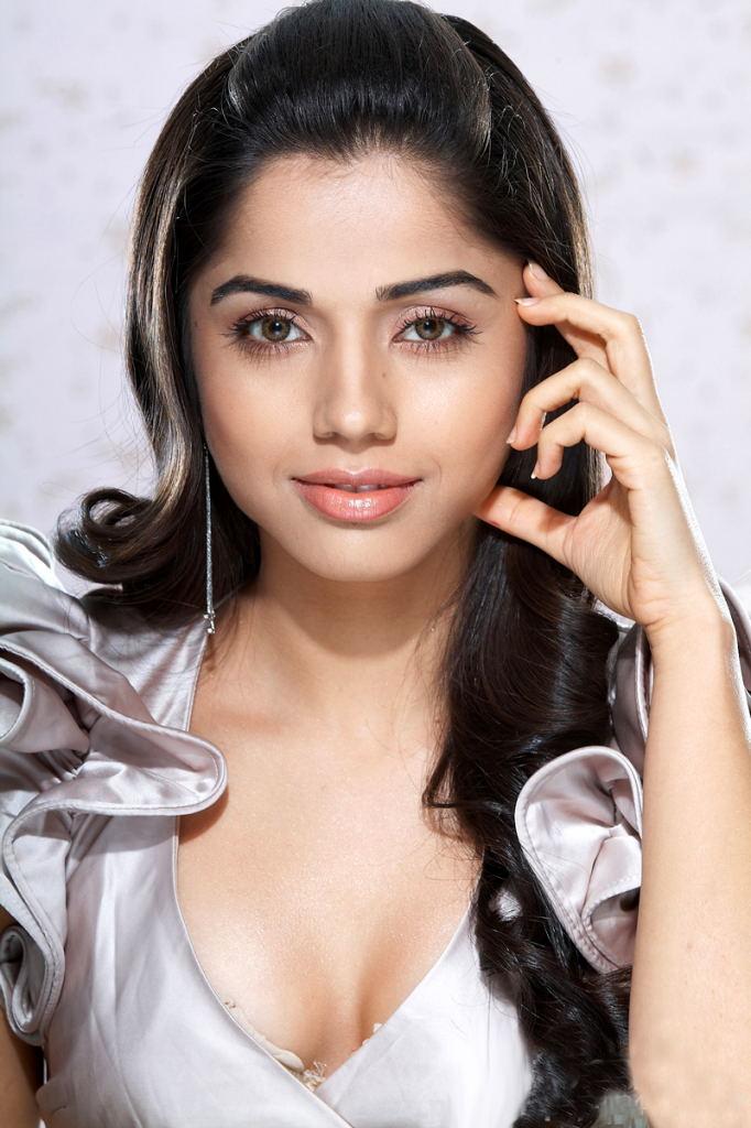 , Aparna Hot Pics - Photogallery