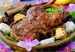 gambar ayam betutu masakan khas Bali Indonesia