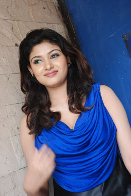 oviya spicy in blue dress for azhagan azhagi audio launch actress pics