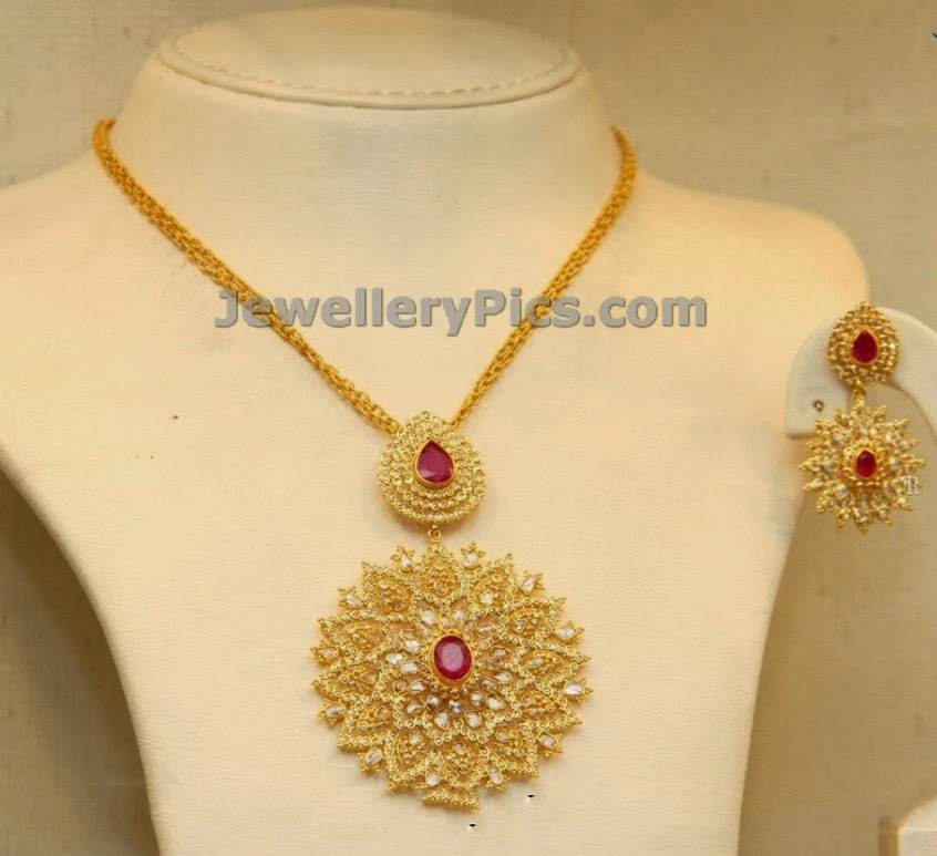 weight pearl gold emerald ruby necklace with light
