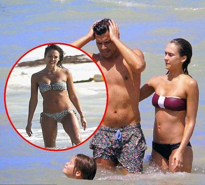 the actress was spotted holidaying with her family in Mexico on Tuesday, July 15, 2014 and they wander around the Caribbean sea.
