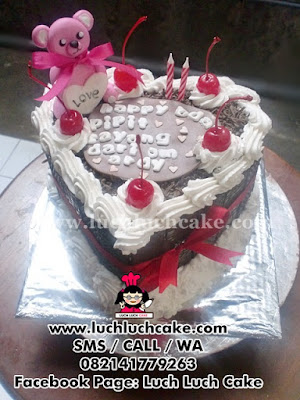 Kue Tart Love Blackforest Beruang