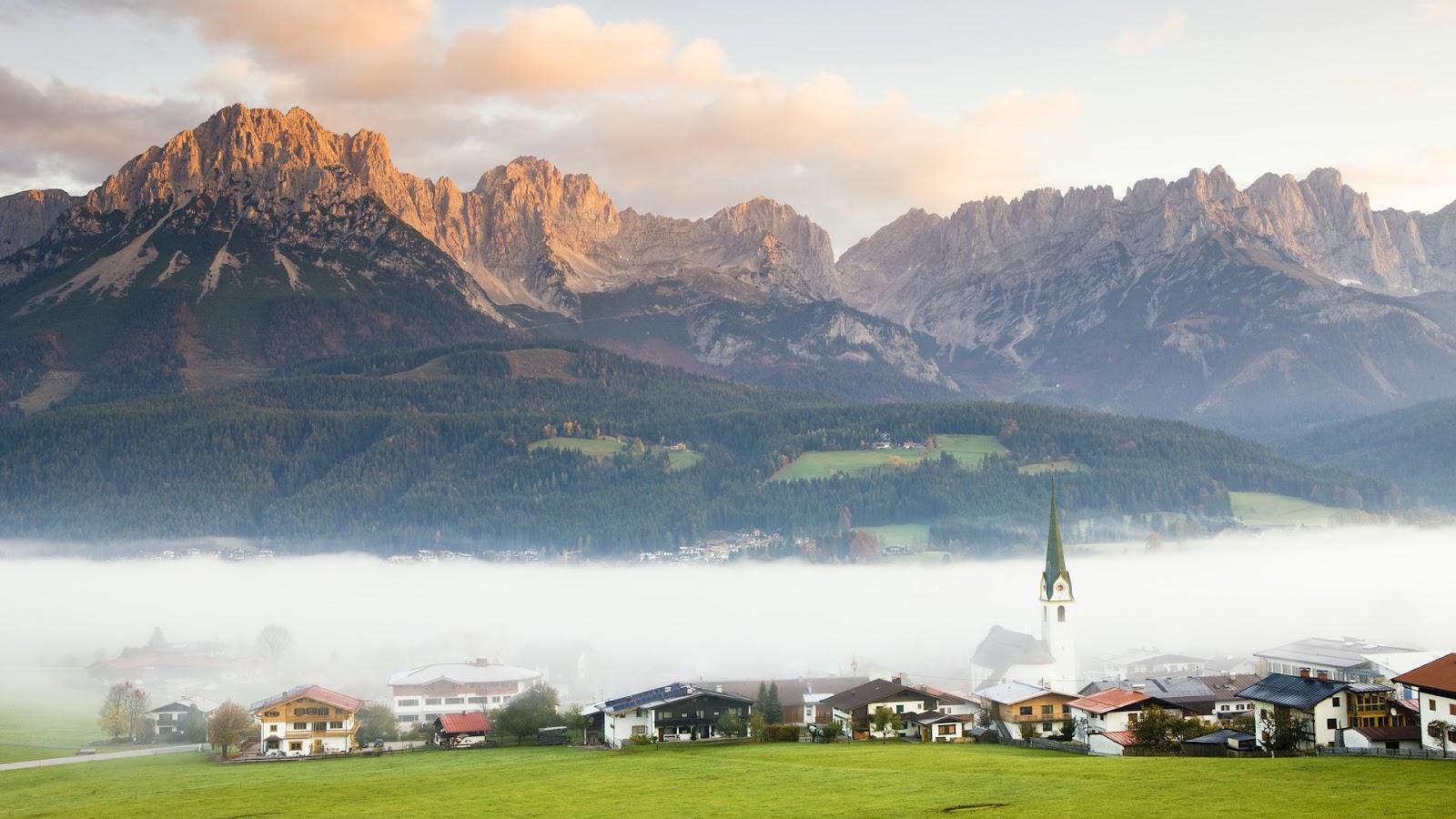 http://3.bp.blogspot.com/-Y8O2-KBV2Oo/UAfC4xi1ZfI/AAAAAAAADGk/IFQmWQSStNI/s1600/Ellmau+Village+in+Fog%252C+Tyrol%252C+Austria.jpg