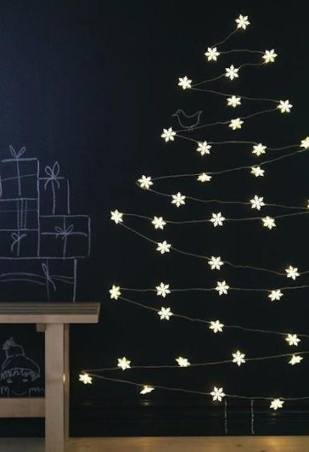 Árvores de natal criativa de parede com pisca-pisca