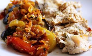 Курица запеченая с овощами