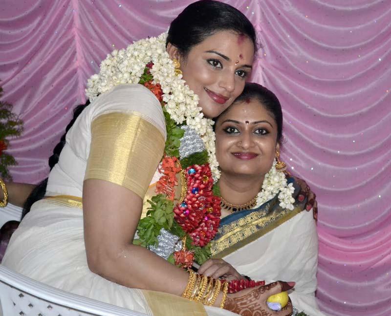 Mallu Actress Swetha Menon: Swetha Menon Marriage Photos