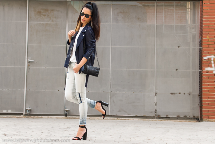 Look casual chic con chaqueta de cuero azul Selected jeans con parches nueva coleccion Meltin' Pot