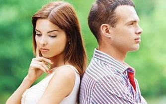لماذا تخون المرأة حبيبها او زوجها,حبيبان متخاصمان.sad couple