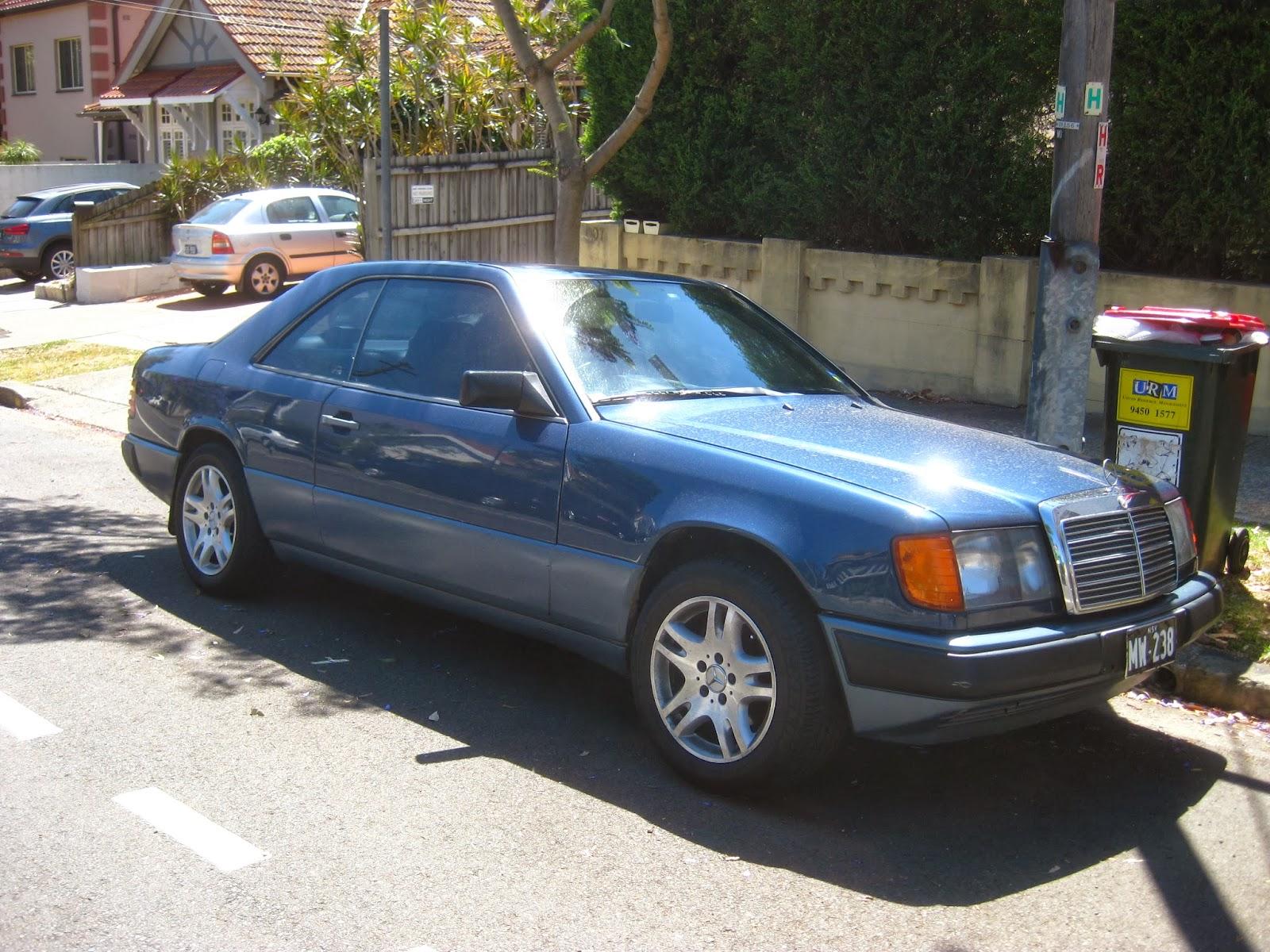 aussie old parked cars 1989 mercedes benz w124 300 ce. Black Bedroom Furniture Sets. Home Design Ideas