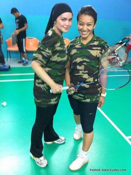5 Gambar Siti Nurhaliza Lawan Farah Fauzana Dalam Perlawanan Badminton