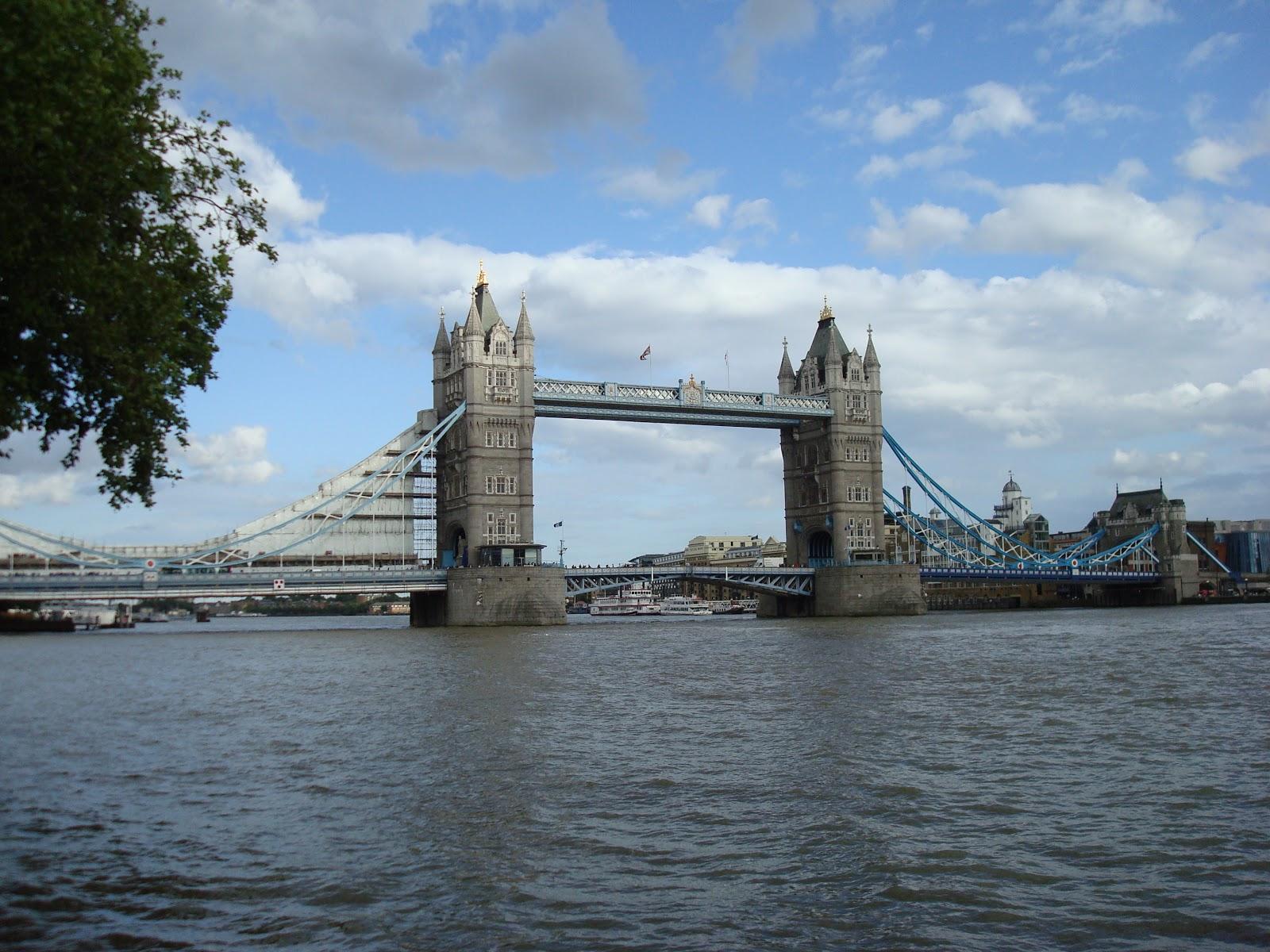 visionphotorama la prison et le pont de londres london prison and tower bridge. Black Bedroom Furniture Sets. Home Design Ideas
