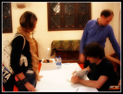meeting neil gaiman, neil gaiman book signing, neil gaiman fans
