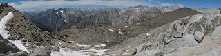 Aussicht vom White Pass; Red Point ist der Gipfel auf der rechten Seite, Red Pass liegt rechts davon und ist hier verdeckt