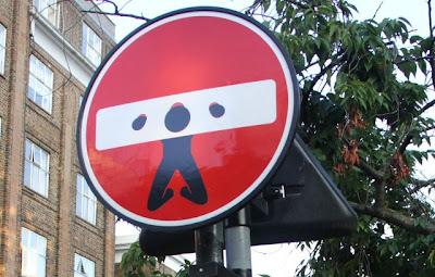 señal de prohibido en Londres. Blog Esteban Capdevila