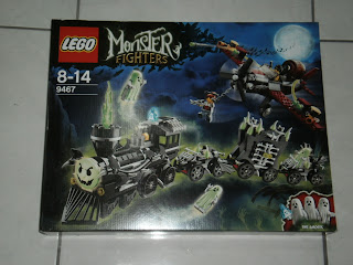 while waiting for it heres my favourite set from the theme the ghost train - Lego Halloween Train