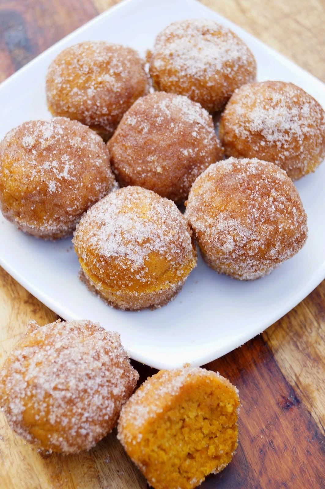 Pumpkin Spice Donut Muffins - PinkWhen