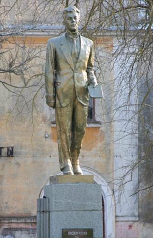 Памятник Войкову в Керчи