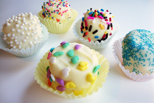 White chocolate-dipped marshmallows - take advantage of your whole sprinkle collection!
